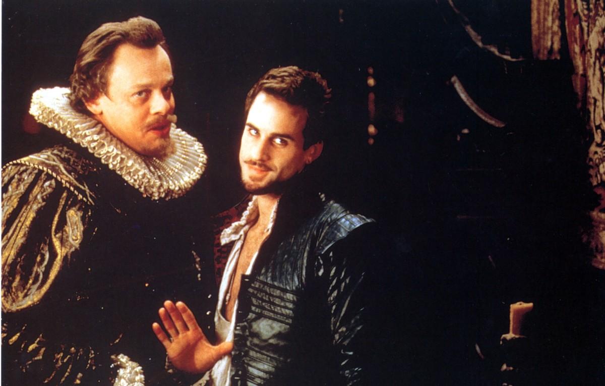 shakespeare-in-love-usbr-1998-martin-clunes-and-joseph-fiennes-date-1998-photo-by-mary-evansmiramaxuniversalbedford-fallsronald-granteverett-collection